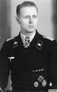 Hauptmann Josef Wilhelm Rettemeier in a studio picture.