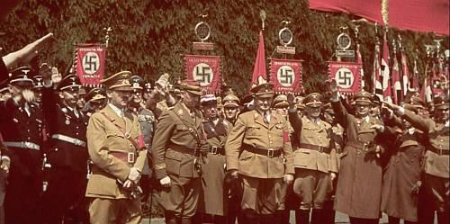 Adolf Hitler si sefii nazisti