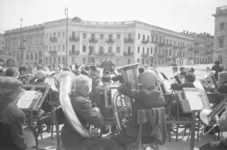 Concert pe faleza oraşului Odesa, iunie 1943