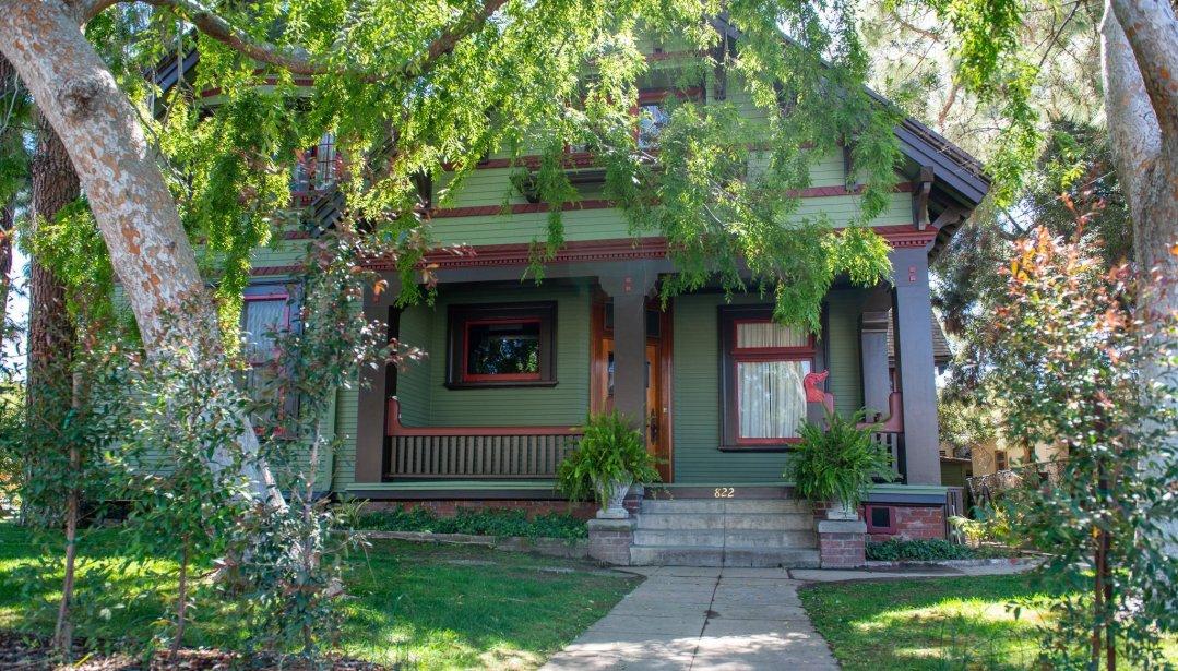 Front Porch - Historic Victorian / Craftsman Filming Location in Los Angeles