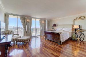 bedroom,downtown,phoenix,az,historic,district,high rise,condo,real,estate,agent,luxury,central,avenue,master,bedroom,split