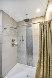 master,custom,shower,Scottsdale,historic,home,district