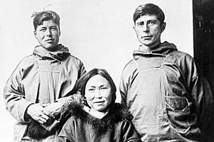 Knud Rasmussen (rechts) en twee Inuit tijdens een van zijn expedities