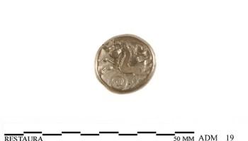 Keerzijde (holle zijde) van een gouden Eburonenstater met paardje, 50 v.Chr.