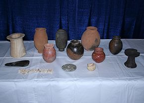 Deel van de gestolen antieke kunstvoorwerpen (Foto: ICE)