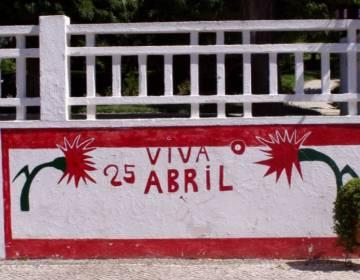 Gedenkteken van de Anjerrevolutie in Coruche - cc