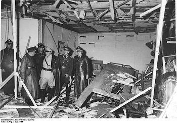 De bom richtte een ravage aan maar Adolf Hitler bleef in leven