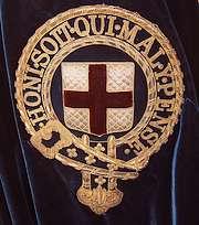 Badge met daarin het motto van de Orde van de Kousenband