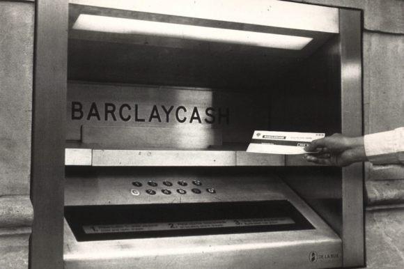 De eerste geldautomaat (Foto: Barclays)