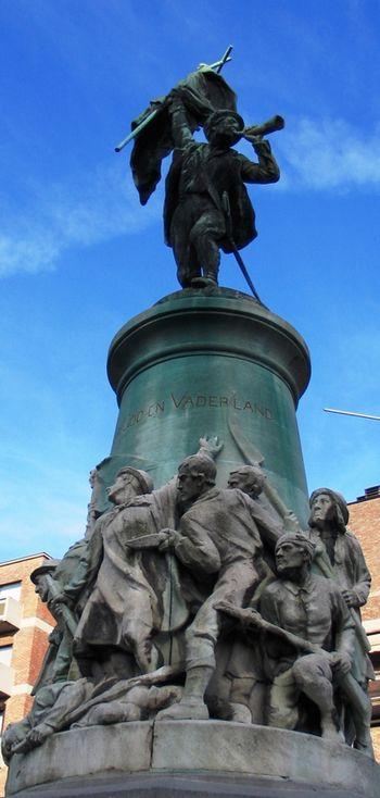 Boerenkrijgstandbeeld te Hasselt, België (foto nov. 2004) - cc
