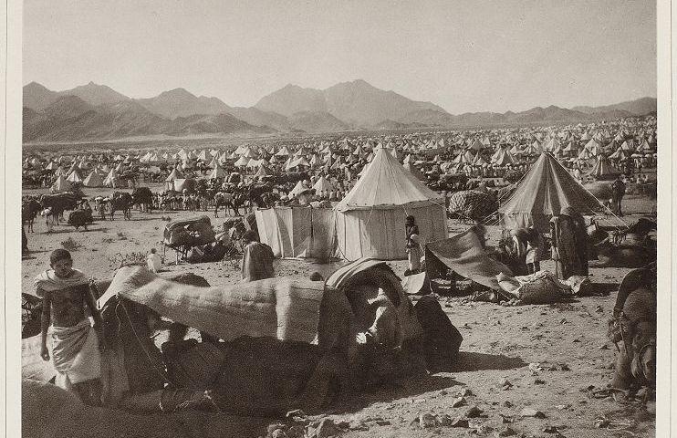 Westelijke zijde van de berg Arafat, bij Mekka, tijdens de jaarlijkse bijeenkomst van pelgrims, c. 1888-1889 (Rijksmuseum)