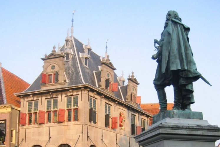 Standbeeld van Jan Pieterszoon Coen in Hoorn - cc / Gerard<