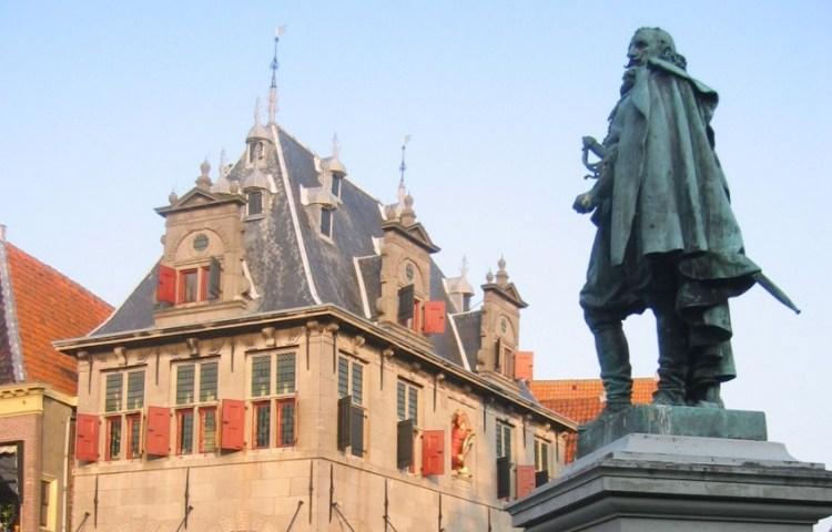 Standbeeld van Jan Pieterszoon Coen in Hoorn - cc
