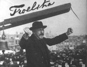 Detail van een beroemde foto van Pieter Jelles Troelstra uit 1912 – Foto: IISG – http://search.socialhistory.org/Record/712625