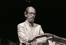 Elmore Leonard op de boekenbeurs van Miami in 1989 - Foto: MDCarchives/CC