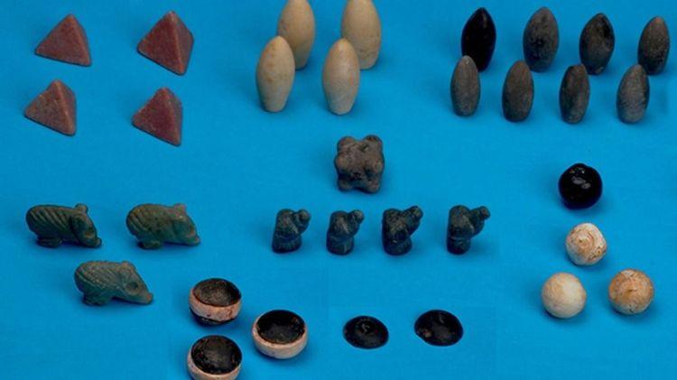 Een aantal van de gevonden speelstenen