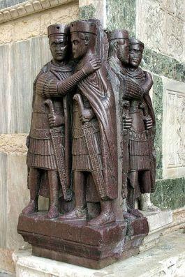 Beeld van de vier Romeinse leiders dat hun onderlinge verbondenheid moest benadrukken - Foto: CC  / Nino Barbieri