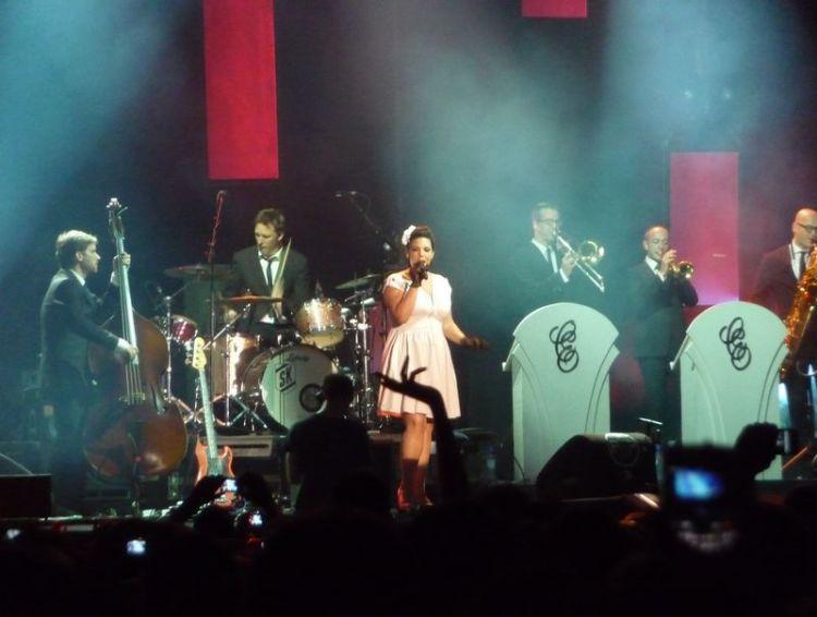 Caro Emerald tijdens Appelpop 2011 - Foto: Anton Mous
