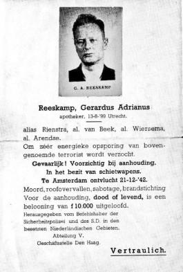 Na de aanslag op het SS-kantoor in Amsterdam loofde de SD 10.000 gulden als belooning uit voor de aanhouding van Gerard Reeskamp. Hij nam de wijk naar Friesland.
