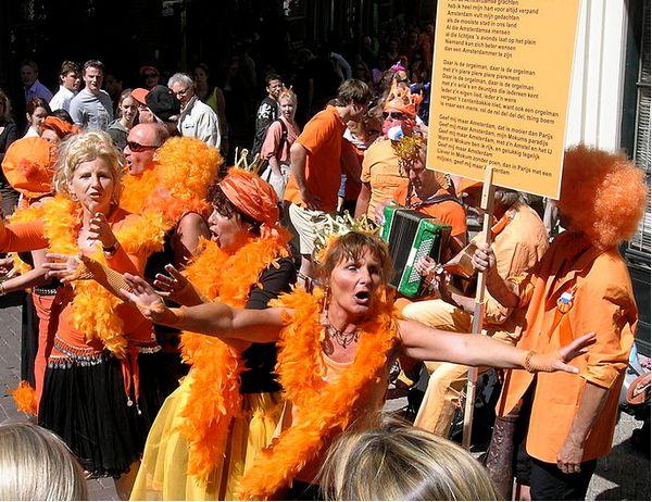 Koninginnedag in de Jordaan, 2007 - Foto: CC/DirkvdM