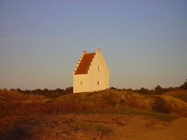 'Den tilsandede kirke' in Denemarken - Foto: CC/Zairon