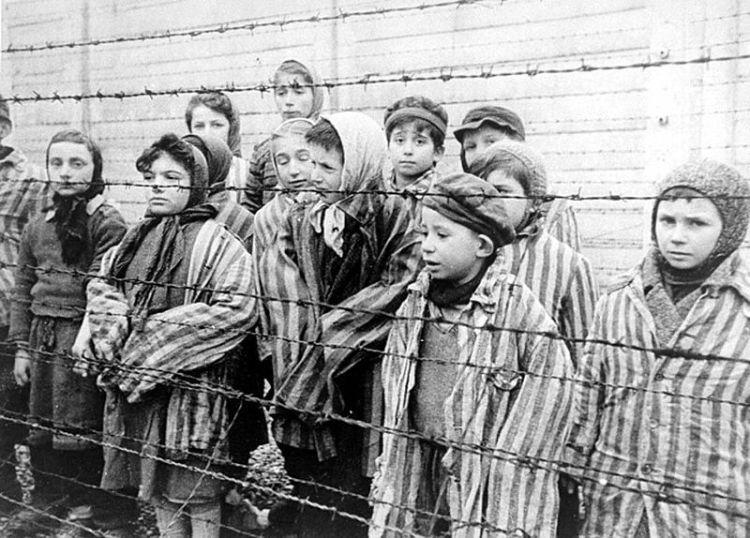 Kinderen in Auschwitz, kort na de bevrijding (1945)