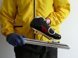 Max Dohle demonstreert een klapschaats - Foto: CC