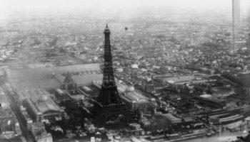 Man Springt Van Eiffeltoren.Franz Reichelt De Man Die Dacht Dat Hij Van De Eiffeltoren