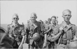 Marcherende Wehrmacht-soldaten in Rusland, 1942 (Bundesarchiv)