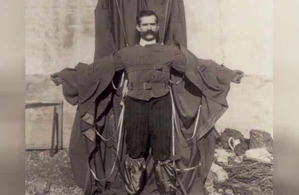 Franz Reichelt in zijn parachutepak