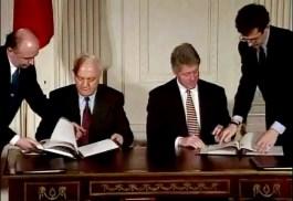 Sjevardnadze en Bill Clinton tekenen een investeringsverdrag - cc