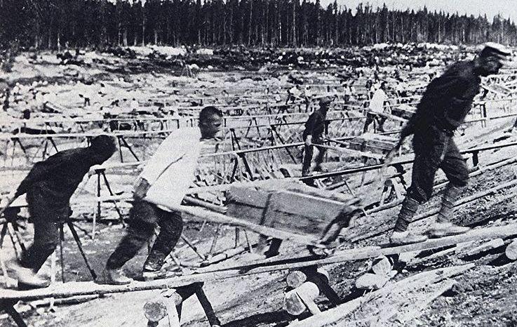 Gevangenen van een Goelag-kamp (Wiki)
