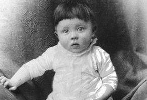 Adolf Hitler als baby