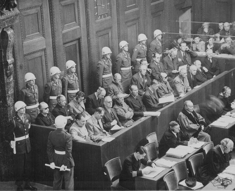 Beklaagdenbank tijdens het Proces van Neurenberg