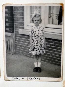 Kinderfoto van Coba van Strien, geboren in 1941 (Openluchtmuseum)