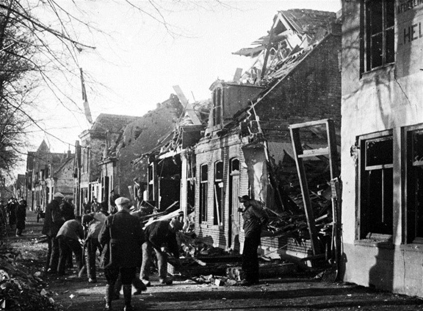 Schade na een bombardement op Den Helder in 1942
