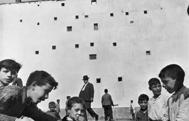 Henri Cartier-Bresson, Madrid, 1933 © Henri Cartier-Bresson/Magnum Photos. Courtesy of Fondation HCB and Howard Greenberg Collection