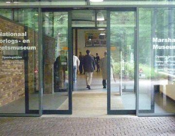 Entree van Oorlogsmuseum Overloon - cc