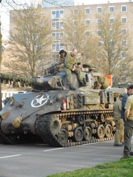 Shermantank in afwachting tot de actie begint (Mathijs Eskes)