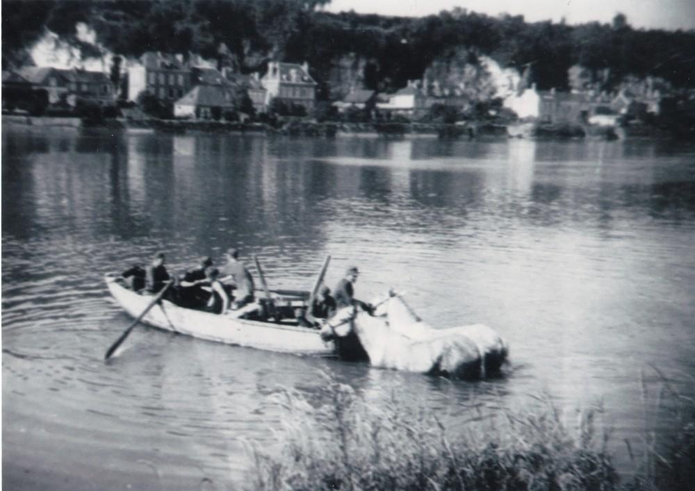 Oversteek over de Seine tijdens de vlucht; Brosch in hemd. Collectie F. Brosch. Foto: onbekend   1944
