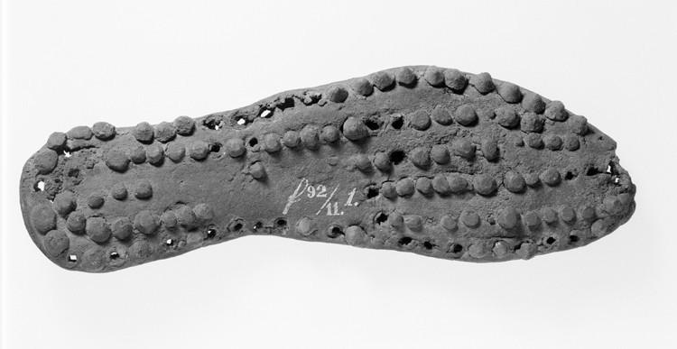 Schoenzool van een Romeinse soldatenschoen, maatje 40. (collectie RMO, vindplaatscode f1892_11.1)
