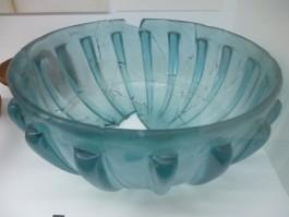 Gerestaureerde glazen schaal uit de Romeinse tijd. (collectie Centraal Museum Utrecht, foto auteur)