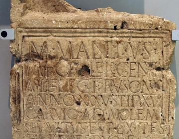 Inscriptie uit Herwen: het graf van een soldaat Mallius. (Valkhofmuseum)