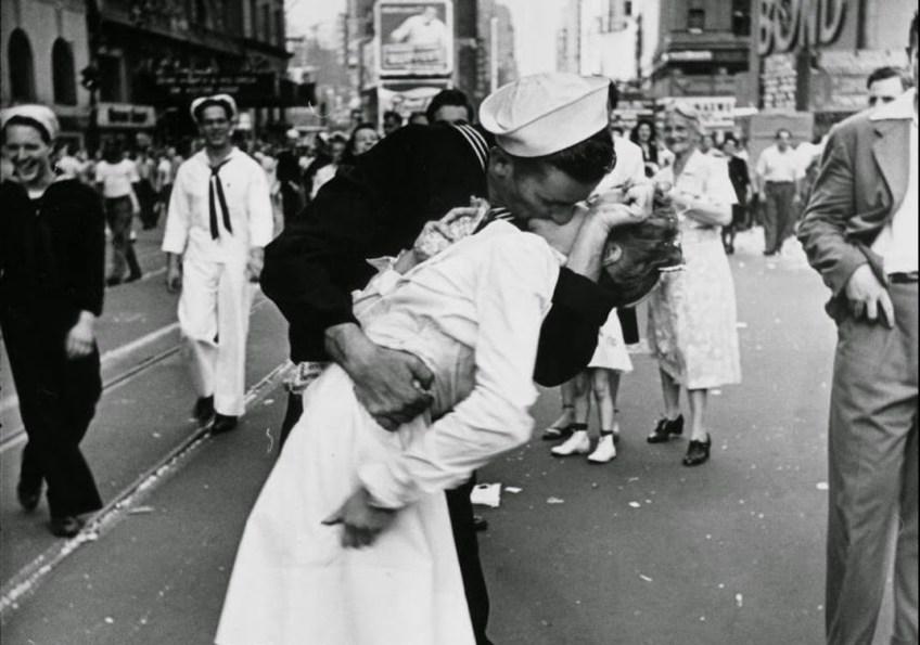 V-J Day in Times Square - Alfred Eisenstaedt