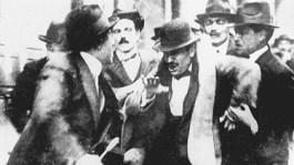 Arrestatie van Mussolini vanwege revolutionaire activiteiten, 1915. Bron: http://www.post-gazette.com/
