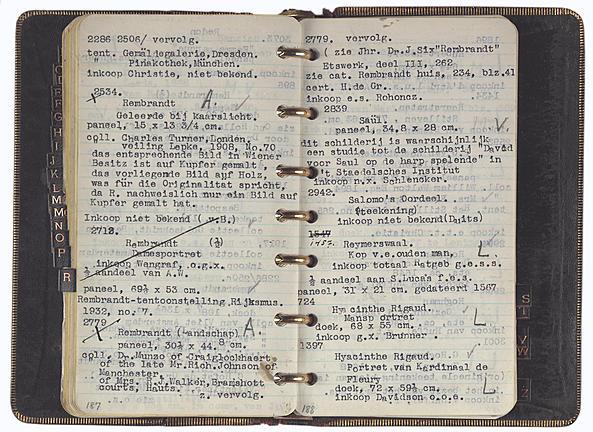 Het zwartleren zakboekje van J. Goudstikker. Na de oorlog van cruciaal belang bij het in kaart brengen van zijn kunstbezit. Bron: Stadsarchief Amsterdam