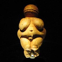 De Venus van Willendorf (CC BY-SA 3.0 - Plp)
