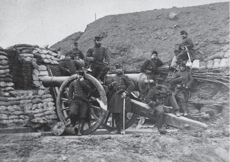 Franse soldaten op 23 juli 1870 bij een kanon. Wikipedia.