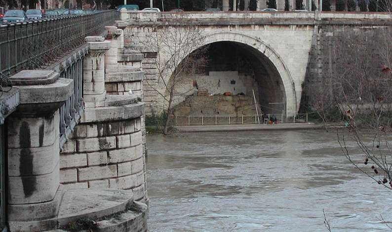 Uitgang van de Cloaca Maxima in de Tiber.