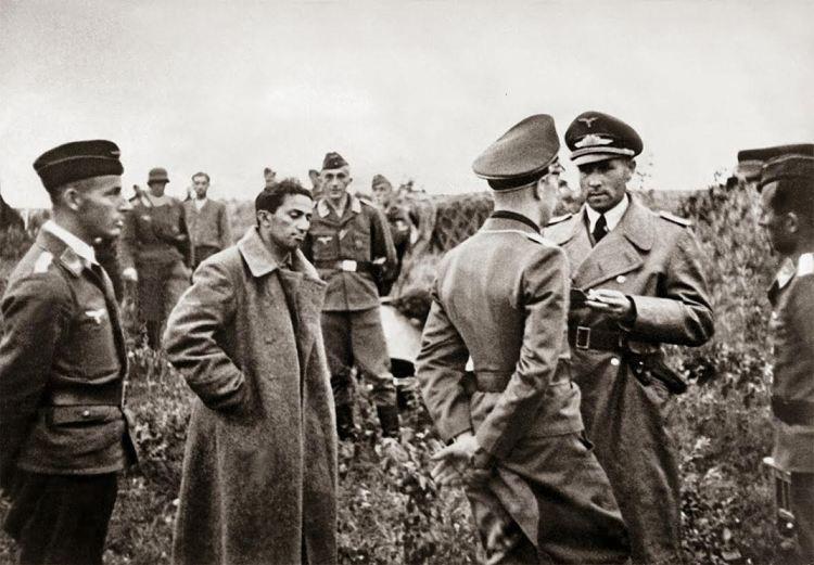 Jakov Dzjoegasjvili wordt door nazi's gevangengenomen in 1941. Bron: rarehistprocialphotos.com